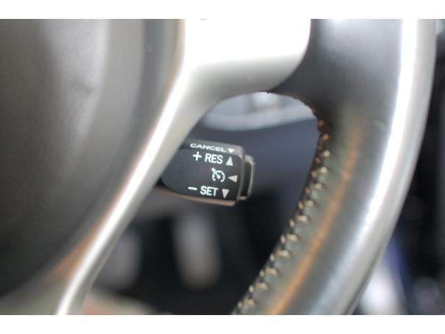アクセルを踏まなくても、設定した速度で走行するクルーズコントロール装備です。