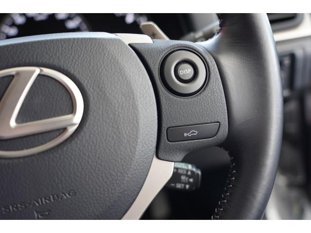 アクセルを踏まなくても、設定した速度で前車を追従走行するレーダークルーズコントロール装備です。