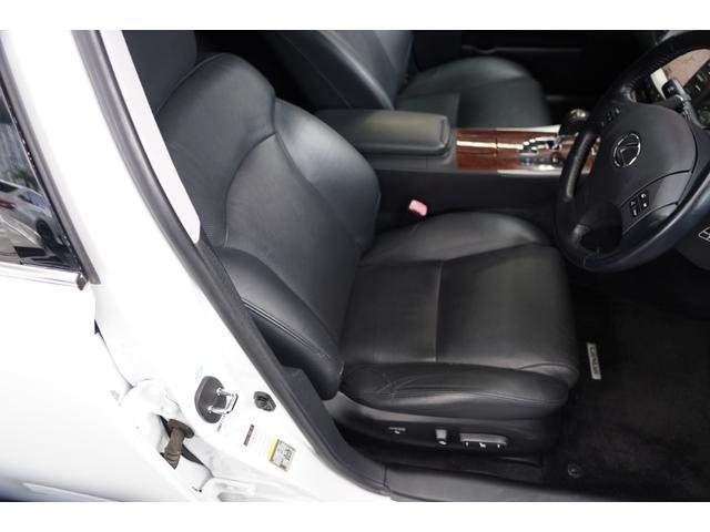 黒革シート・電動調整・シートヒーター&クーラー装備