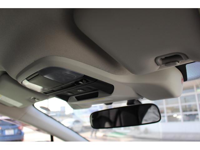 アイサイトのステレオカメラはスマートに収納されています。