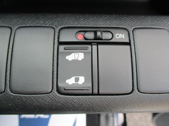 S オートエアコン HIDヘッドライト キーレス 盗難防止システム ABS 左パワースライド 社外ナビ・フルセグ パドルシフト(16枚目)