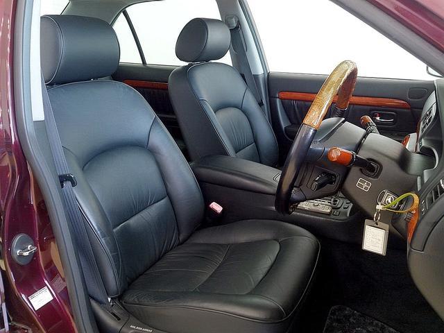 トヨタ プログレ NC250iR ウォールナットPKG 黒革 1オーナー