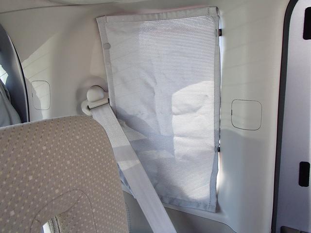 取外し可能なリヤ小窓用カーテン♪もちろん右側用もありますヨ♪