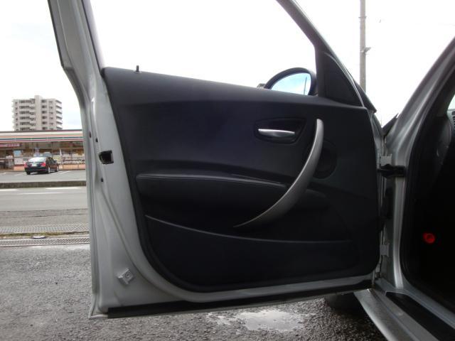 内張りも目立った汚れ・傷も無く綺麗な状態です☆お車のこと、お店のことなど、お問い合わせ専用無料ダイヤル 0800-809-6627 からお気軽にTEL下さい♪お答出来る事はすべてお答させて頂きます♪