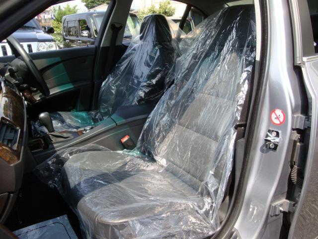 内装クリーニング後は、運転席・助手席にはシートカバーを被せて展示しております☆お車のこと、お店のことなど、お問い合わせ専用無料ダイヤル 0800-809-6627 からお気軽にTEL下さい♪