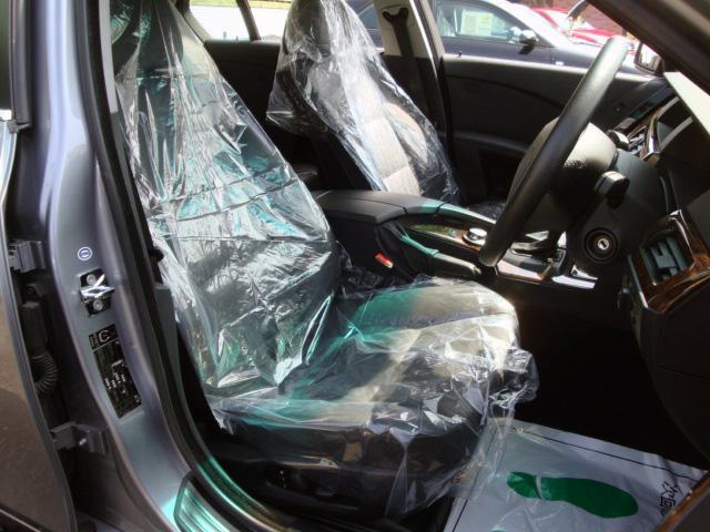 内装クリーニング後は、運転席・助手席にはシートカバーを被せて展示しております☆お車のこと、お店のことなど、お問い合わせ専用無料ダイヤル 0066-9706-3488 からお気軽にTEL下さい♪