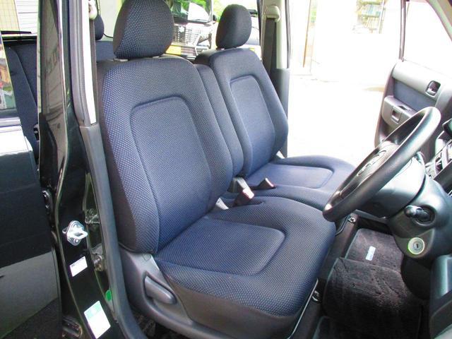 ☆フロントシートの状態ですが、とても綺麗ですが、運転席側シートに1箇所補修跡が有ります。