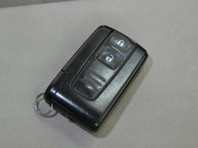 S 10thアニバーサリーエディション ハイブリッド ワンオーナー 横滑り防止機能 ABS エアバッグ オートクルーズコントロール 盗難防止装置 バックカメラ ETC CD スマートキー キーレス フル装備 HIDヘッドライト オートマ(12枚目)