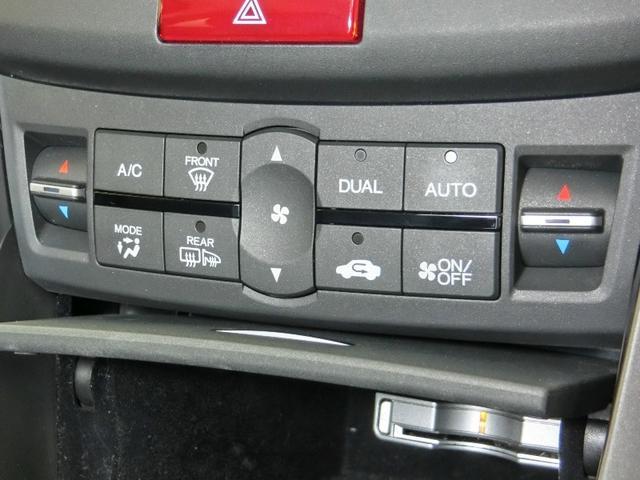オートエアコンは、とっても便利ですよ!自動的に風量・風向きを調整してくれます。いつでも車内は快適空間です。
