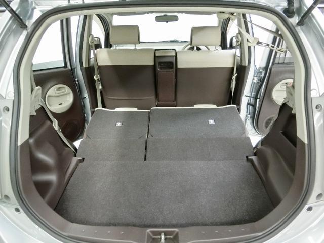 リヤシートを倒せば大きな荷物も載せられます