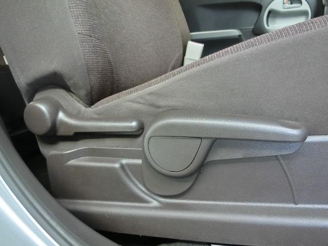 運転席は上下調節も可能です