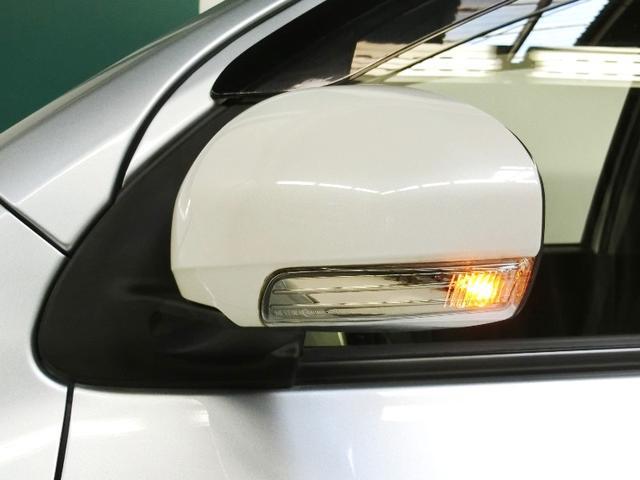 対向車や歩行者からの視認性を高めるサイドターンランプ付ドアミラー