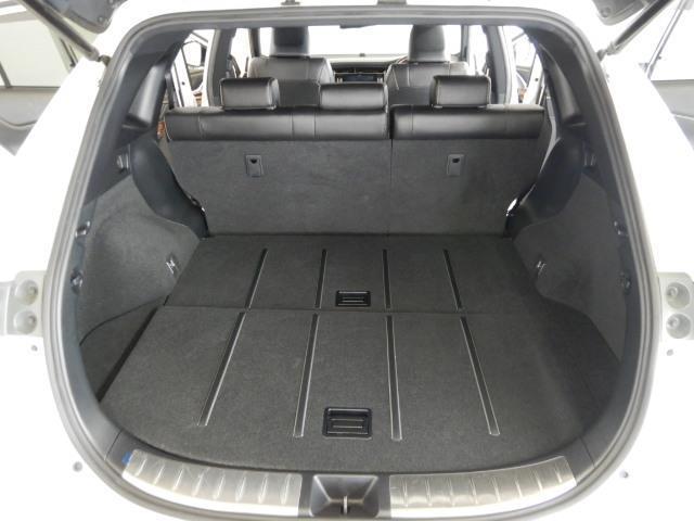 プレミアム ハイブリッド ワンオーナー 4WD 電動シート 安全装備 衝突被害軽減システム 横滑り防止機能 ABS エアバッグ オートクルーズコントロール 盗難防止装置 アイドリングストップ バックカメラ ETC(18枚目)