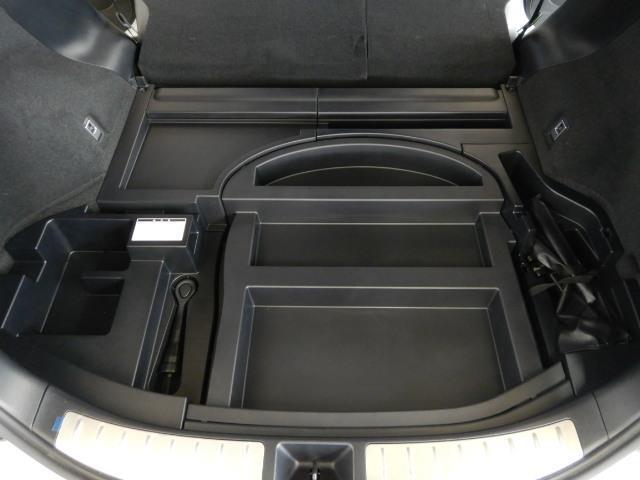 プレミアム ハイブリッド ワンオーナー 4WD 電動シート 安全装備 衝突被害軽減システム 横滑り防止機能 ABS エアバッグ オートクルーズコントロール 盗難防止装置 アイドリングストップ バックカメラ ETC(19枚目)