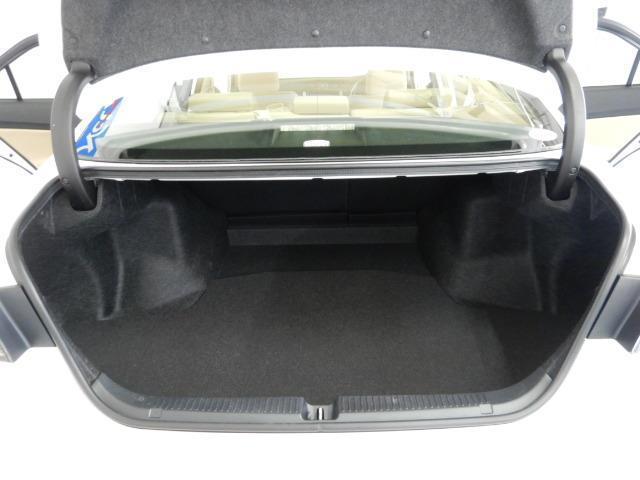 250G 電動シート 安全装備 横滑り防止機能 ABS エアバッグ 盗難防止装置 バックカメラ ETC ミュージックプレイヤー接続可 CD スマートキー キーレス フル装備 HIDヘッドライト アルミホイール(17枚目)