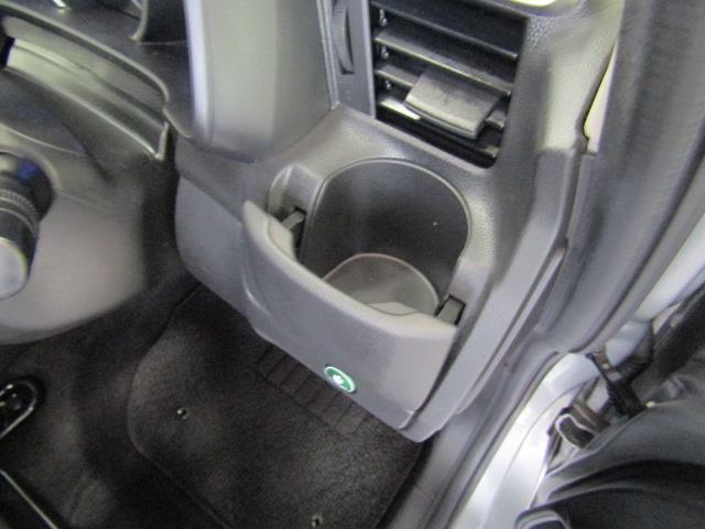 運転席にはあると嬉しい、ドリンクホルダーが装備されています。