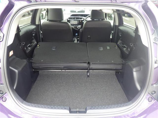 セカンドシートを倒せば、さらに大きなラゲージスペースになりますよ。大きなお荷物など様々な用途に使えてとても便利ですよ♪