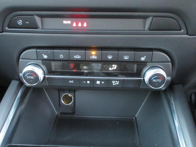 運転席は電動で前後、上下の調整が出来ます! 自分の運転座席位置、高さを記憶させる事も可能です!