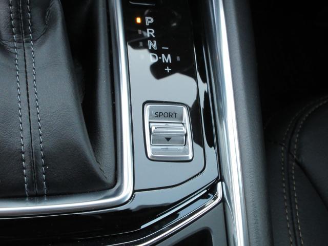 ハンドル右下には各スイッチ類が。360°モニターの切替や、安全装置のON/OFFもコチラです!