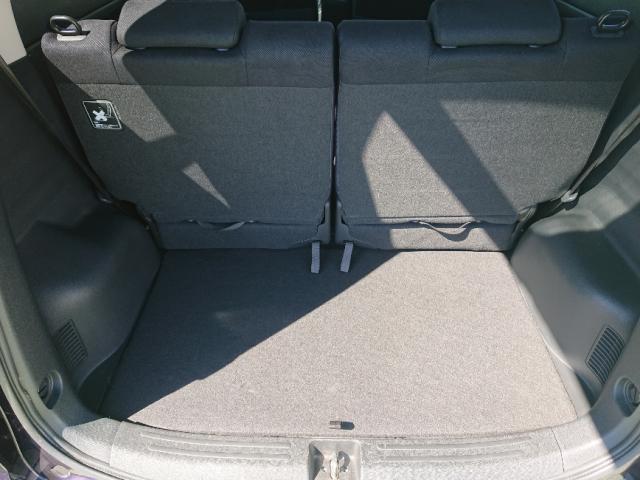 後席を操作せずとも、トランクには十分すぎるほどのスペースがあります。
