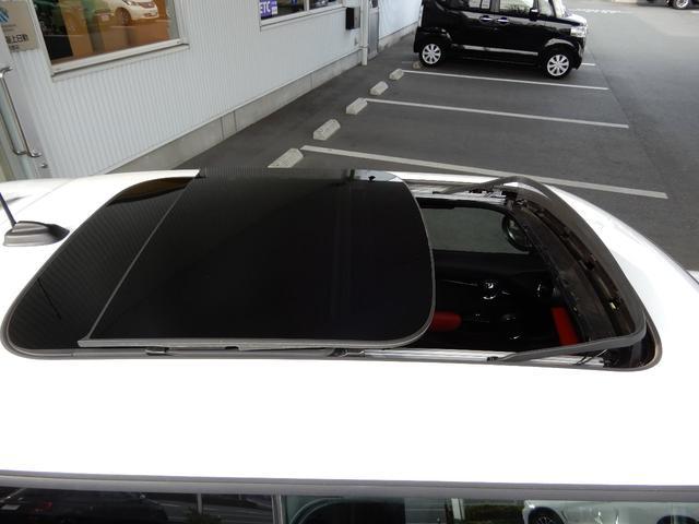 サンルーフがございます!車内のボタンにて開閉が可能です!