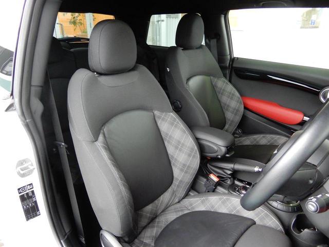 フロントシートもキズ、スレ、汚れ等少なく大変綺麗な状態となっております!