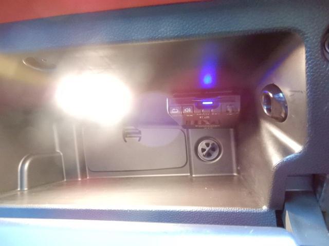 収納スペースもしっかりございます!グローブボックス内にETCが取り付けられております!