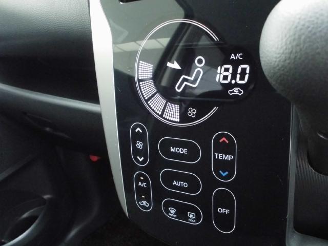 オートエアコン付きで快適にドライブできます。