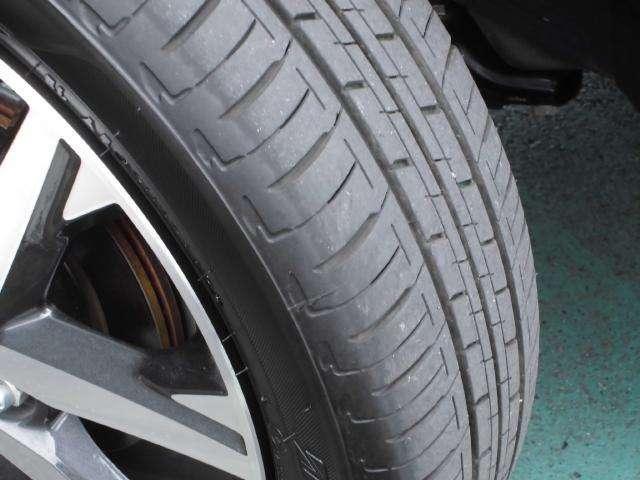 走行が少ないのでタイヤの溝はまだまだあります。