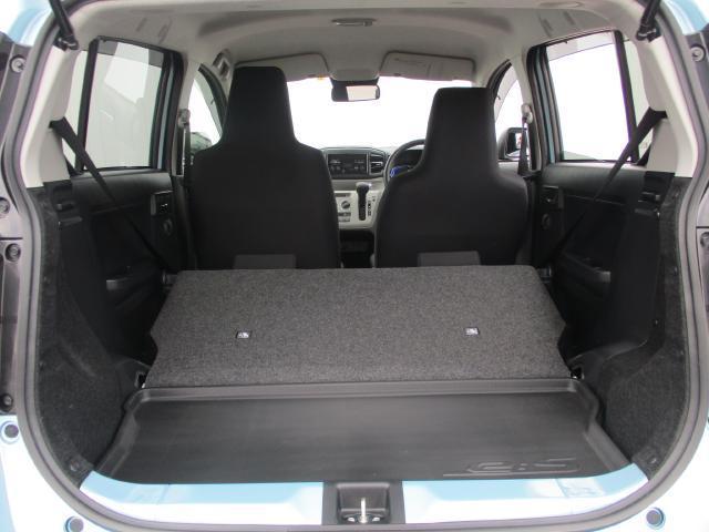リヤシートを倒せば大型の荷物も可能です。