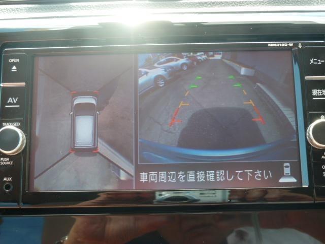 バック駐車時には上からの360度全周囲画像で車の死角がなくなります