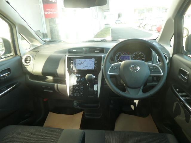 気持ちよく、視界が広がる運転席です。実際に座ってみて乗りごこちを体験してみてください。