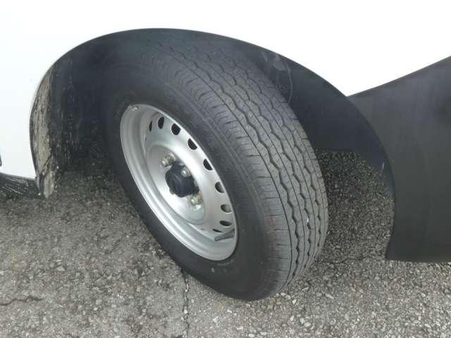 タイヤは8部山です