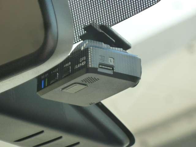 必須アイテムのドライブレコーダーも装備、純正だからナビ画面で画像も確認できます