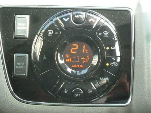 室内を快適温度に保つオ-トエアコンの操作パネル