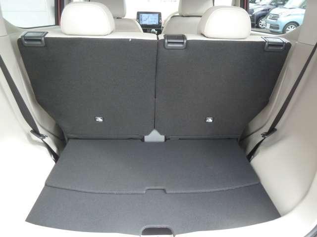 大きく開くリヤハッチ,リヤシートも前後スライドするので荷物スペースも確保できます