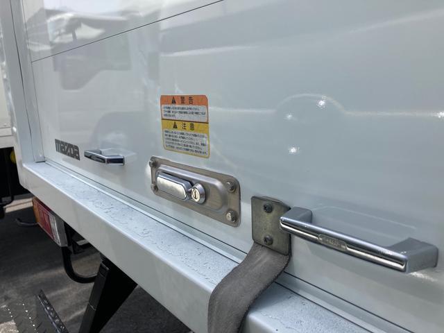 1.5tパネルバン 2000ccガソリン車 バックカメラ キーレス リアシャッター 2段ラッシングレール 総重量3425kg(9枚目)