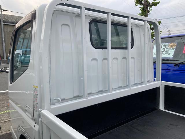 1.5tロング 低床 2000ccガソリン車 ナビ 4ナンバー 5速マニュアル クラッチ付き 3人乗り 3ペダル フル装備(6枚目)