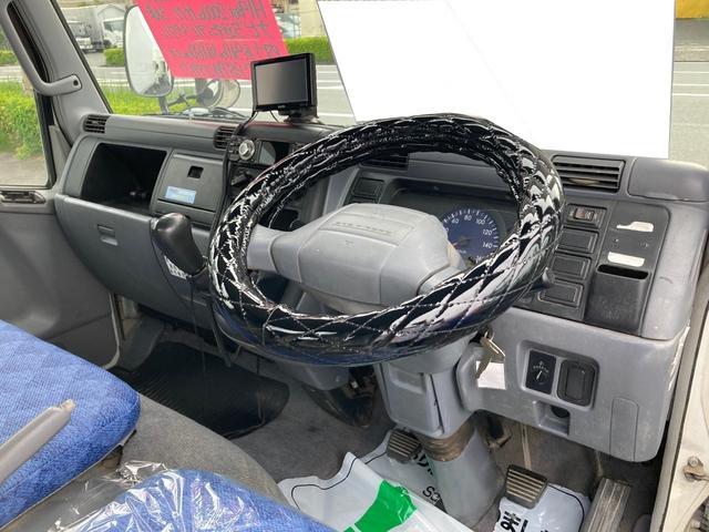 1.5tロング 低床 2000ccガソリン車 ナビ 4ナンバー 5速マニュアル クラッチ付き 3人乗り 3ペダル フル装備(15枚目)