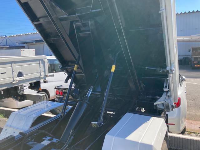 2t 三転ダンプ 後輪ダブル コボレーン ラダーフック付き 外装鈑金ペイント 6速マニュアル ABS エアコン パワーステアリング パワーウィンドウ 運転席エアバッグ(10枚目)