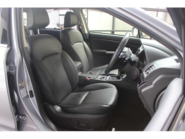 【フロントシート】しっかりとした厚みと適度なホールド感のあるスポーティなフロントシートです。落ち着いたブラックの本革シートです!