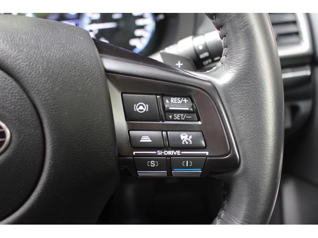 【追従クルーズコントロール】ステアリングのスポーク部にはアイサイトの追従クルーズコントロール用の操作スイッチを配置!使い方はご納車の際にしっかりご説明させて頂きます!