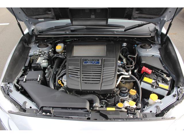 【エンジンルーム】低重心の水平対向エンジン+シンメトリカルAWDのタフで安定感の高い走りをお楽しみください!