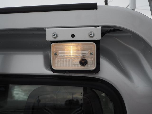 荷台には作業灯が搭載してあります♪夜間作業を助けてくれますよ♪