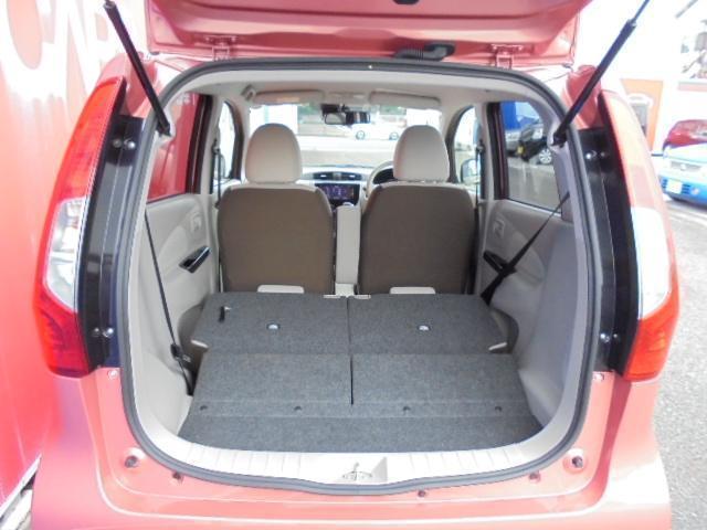 リヤシート両側倒せば大きめの荷物も積み込み可能