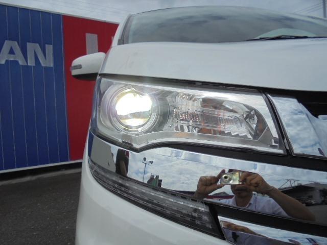 LEDヘッドライト、明るくて暗い夜道でも安心です。