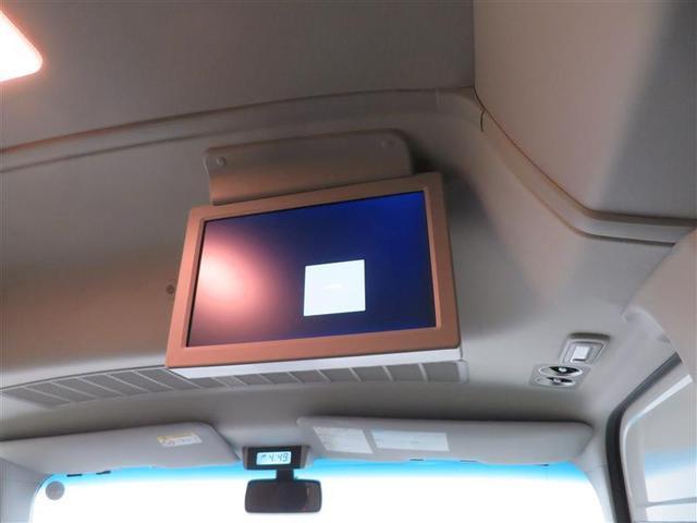 後席モニター装備。ロングドライブも楽しめます。
