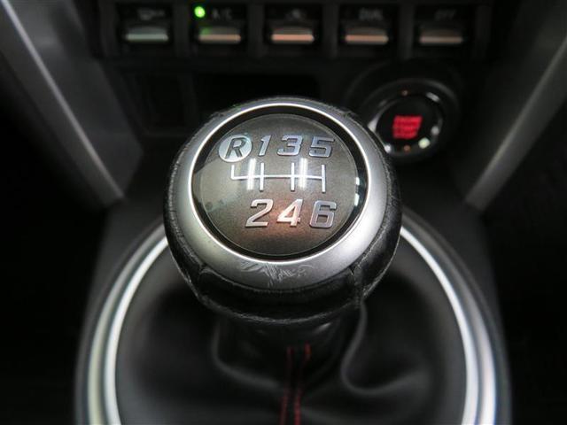 心地よい走りを楽しめる6速マニュアル採用車です。