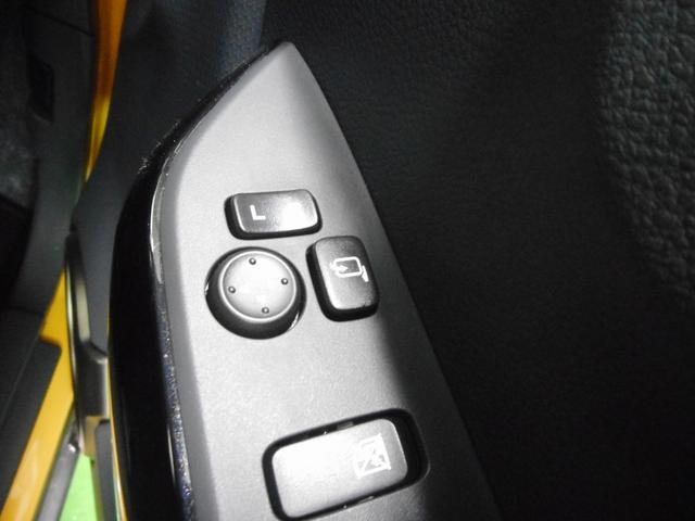 電動ドアミラースイッチ類。意外と見落としがちな隠れた必須アイテムです。