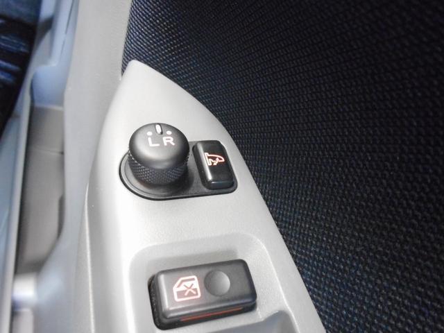 電動格納式ミラーはボタン一つでミラーを畳めます。便利ですよね!